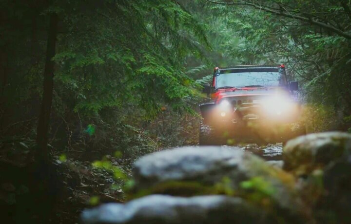 Read more about the article How Do You Drive a Manual Jeep Off-Road?