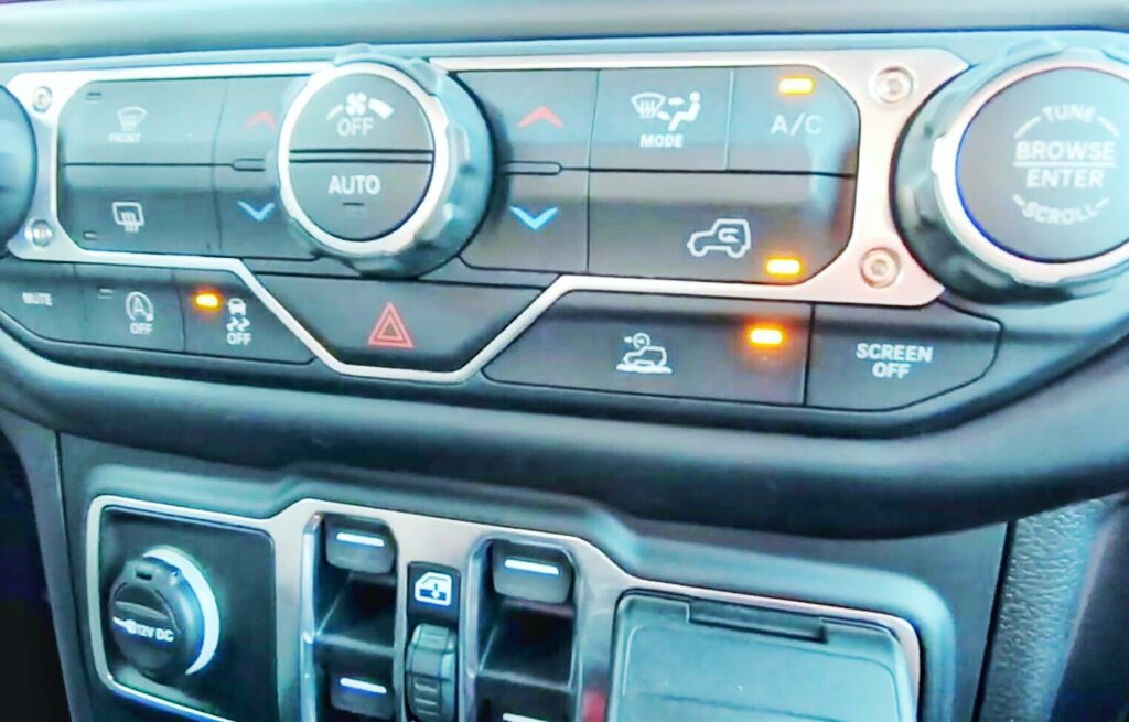 selec speed control button in a gladiator jeep
